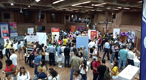 Feria laboral bilingüe, Invest Pacific